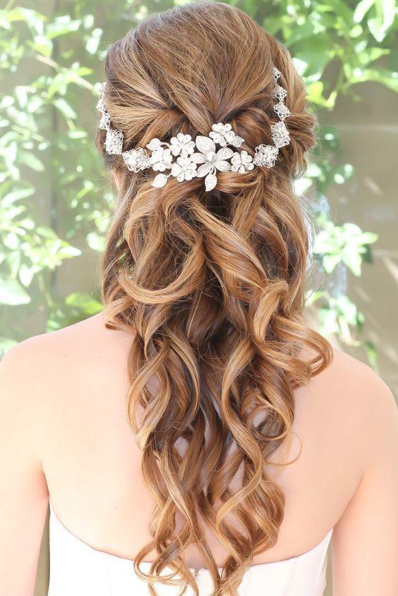 coiffure mariage cheveux longs arrangement floral
