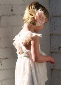 coiffure mariage enfant petite fille chignon