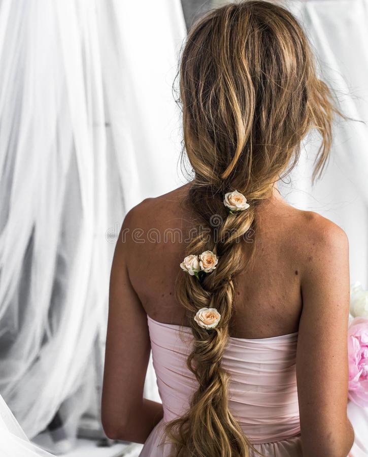 coiffure mariage tresse longue avec fleur