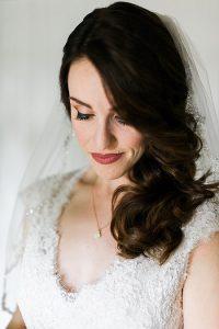 coiffure mariage voile coiffures balayées sur les cotés